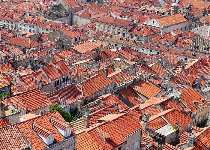 Dachy kamienic w Dubrowniku